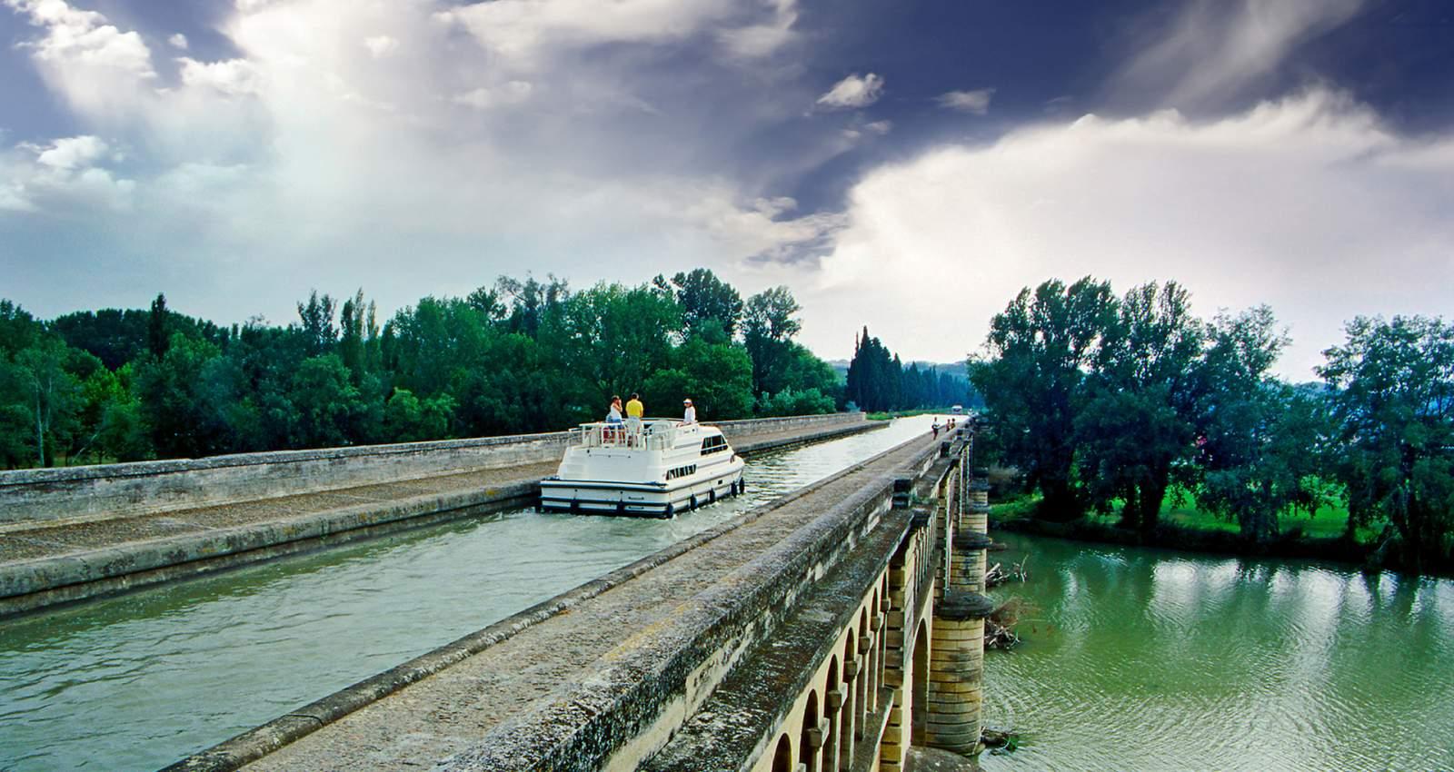 Zanimljivi putevi, staze, ceste - Page 2 263-region-canal-du-midi-1600x850